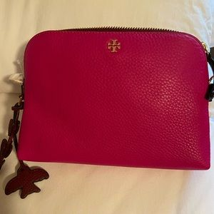 BRAND NEW WITH TAG Tory Burch clutch